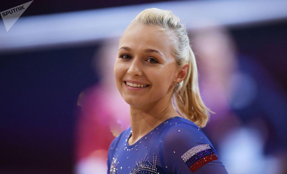 Дарья Спиридонова из России в финале командного многоборья среди женщин.