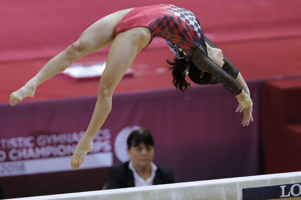 Японская гимнастка Асука Терамото дошла до финала чемпионата мира