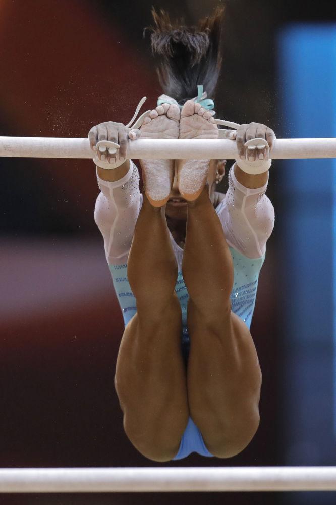 Американская гимнастка Симона Байлз победила в многоборье на чемпионате мира в Дохе