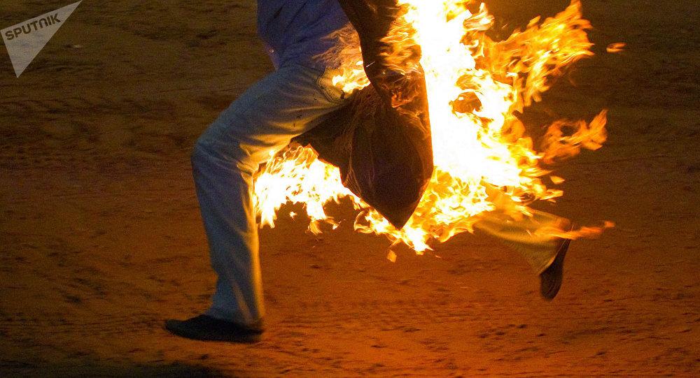 Человек в огне. Архивное фото