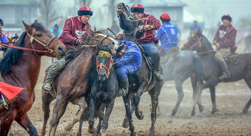 Таластын улакчылары Ош облусунун спортчулары менен