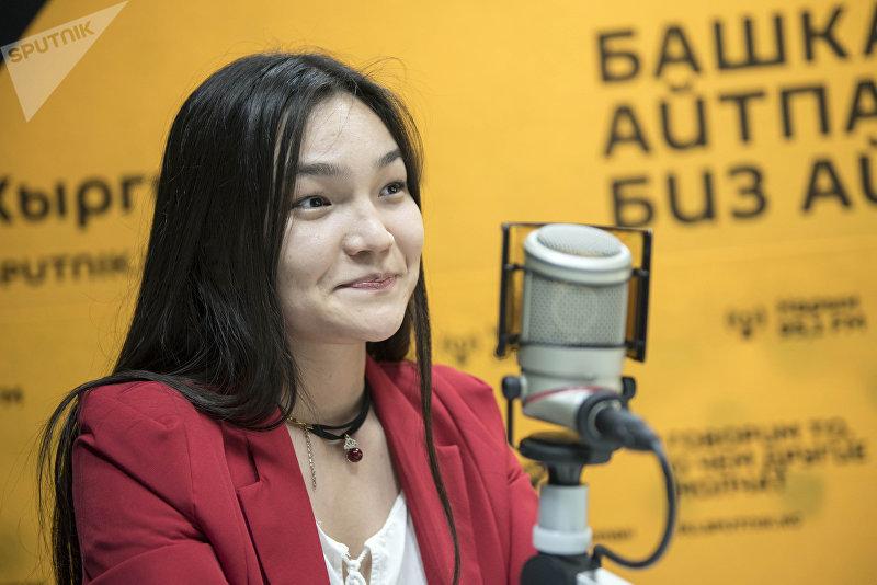 Семикратная чемпионка Кыргызстана по шахматам Диана Омурбекова во время беседы на радио Sputnik Кыргызстан