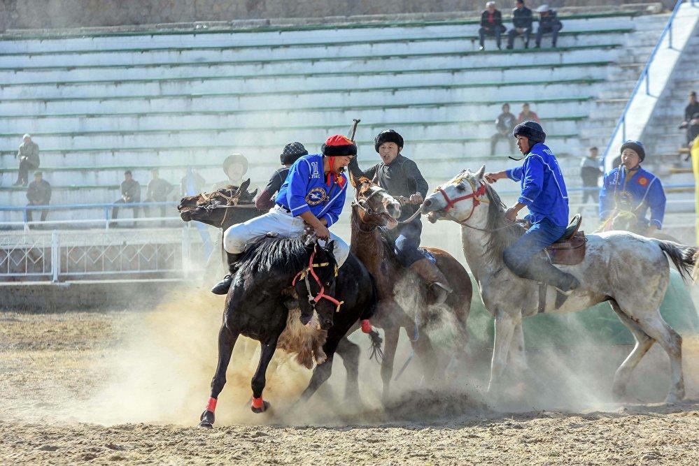 Чемпионатта өлкөнүн жети облусу жана Бишкек, Ош шаарларынан куралган 9 команда ат салышты.