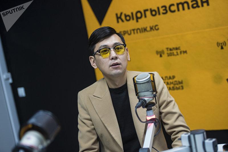 Популярный кыргызский певец Нурлан Насип во время интервью на радиостудии Sputnik Кыргызстан