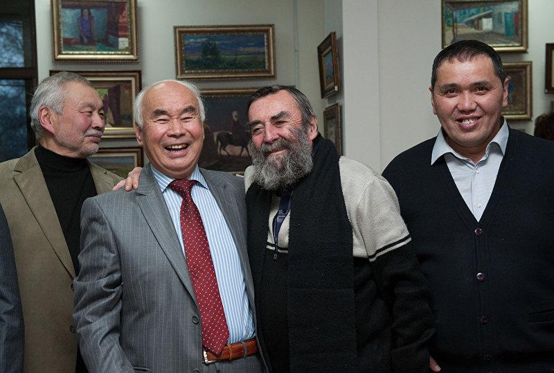 Тургунбай Садыков с художниками Молдохматов, Каменский и Идирисов