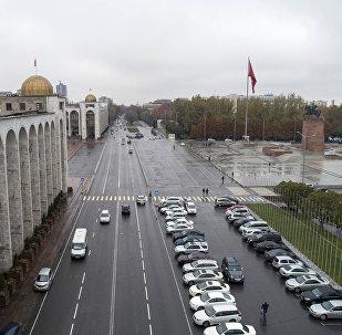 Вид на проспект Чуй и площадь Ала-Тоо в центре Бишкека с высоты. Архивное фото