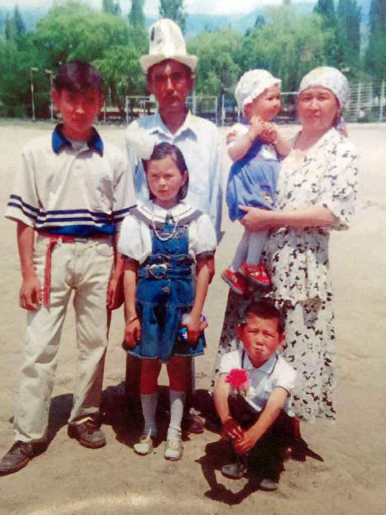 Певец Нурлан Насип с семьей