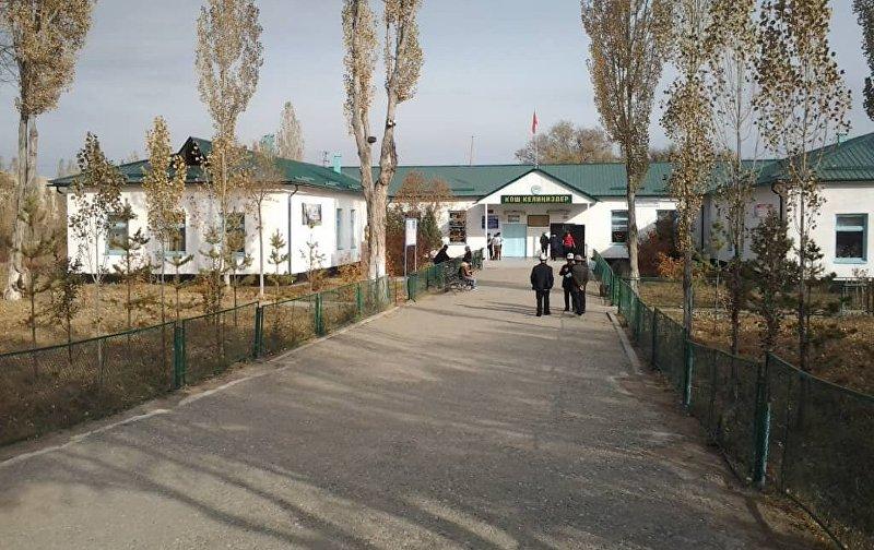 Здание школы села Кайынды-Булак, Ак-Талинского района Нарынской области