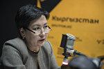 Министр образования и науки Кыргызстана Гульмира Кудайбердиева во время интервью на радио Sputnik Кыргызстан