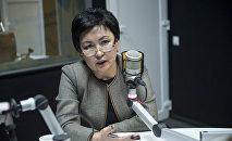 Министр образования и науки Кыргызстана Гульмира Кудайбердиева во время интервью
