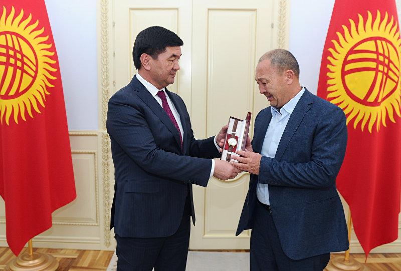 Отец редактора, ведущего Исмаила Мамытова посмертно награжден правительственными наградами в связи с празднованием Дня информации и печати КР