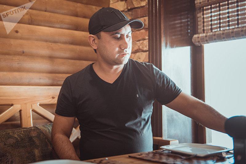 Бизнесмен из Каракола Фархад Расулов во время интервью корреспонденту Sputnik Кыргызстан