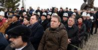 Президент КР Сооронбай Жээнбеков сегодня, 7 ноября, в связи с Днем истории и памяти предков посетил мемориальный комплекс Ата-Бейит, где прочитал молитву в память о предках и покоящихся там соотечественниках, возложил венки к памятникам и сделал обращение к народу Кыргызстана