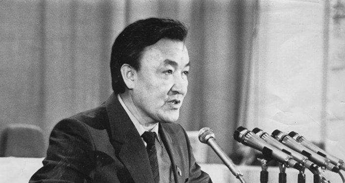 Мамлекеттик ишмер, өлкөнүн туңгуч премьер-министри Насирдин Исановдун архивдик сүрөтү