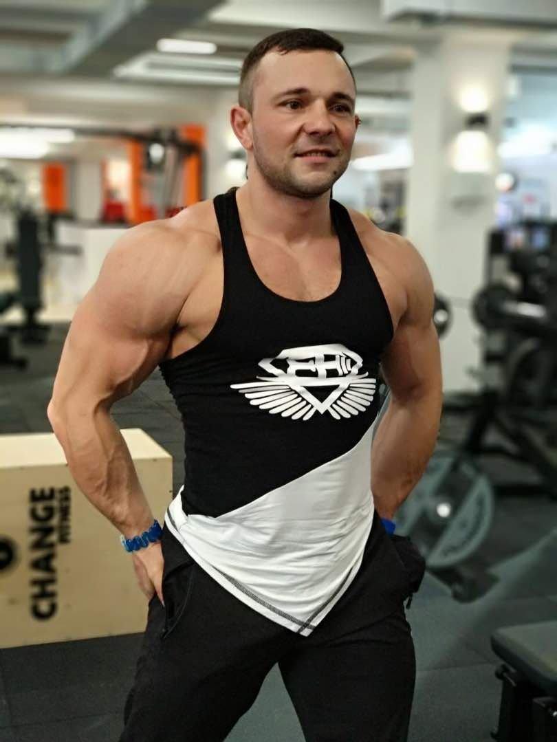 Бодибилдер и тренер Артем Андреев
