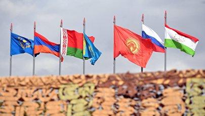 Государственные флаги стран-участниц Организации договора о коллективной безопасности (ОДКБ). Архивное фото