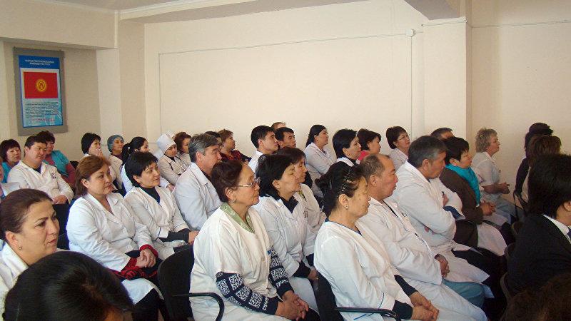 Сотрудники железнодорожной больницы Бишкека