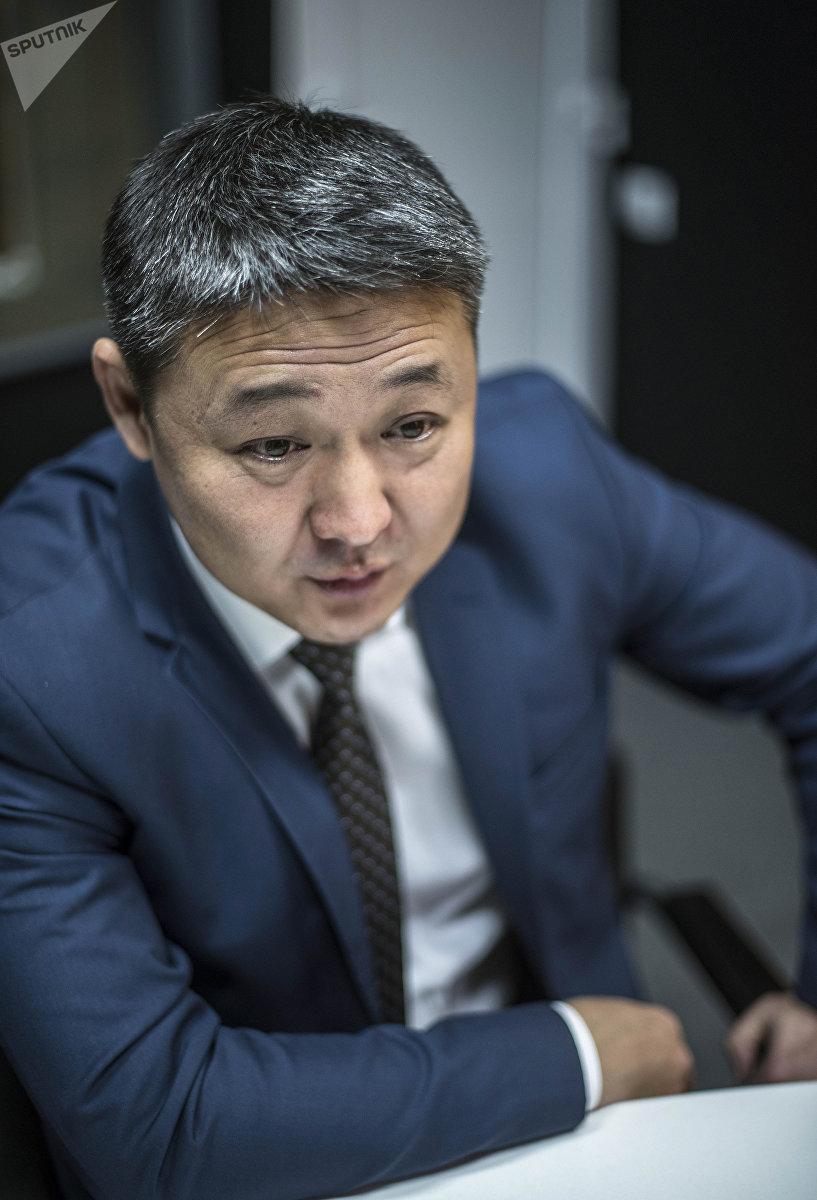 Главный врач железнодорожной больницы Бишкека Мирлан Султаналиев во время интервью на радио Sputnik Кыргызстан