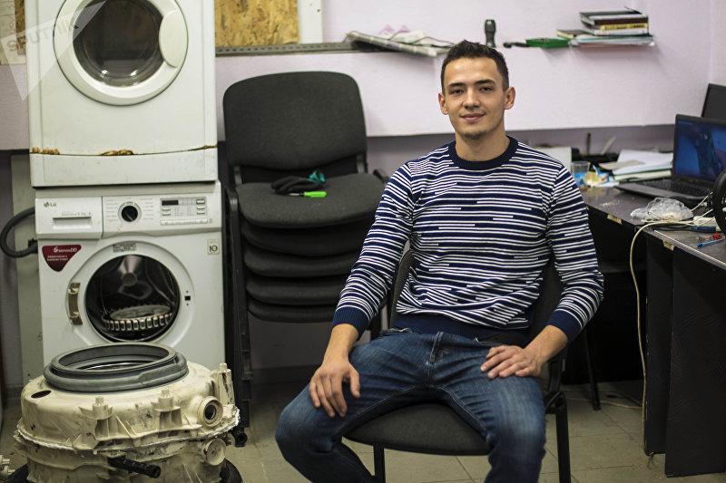 Молодой бизнесмен Шухрат Хадыходжаев, занимающийся ремонтом бытовой техники