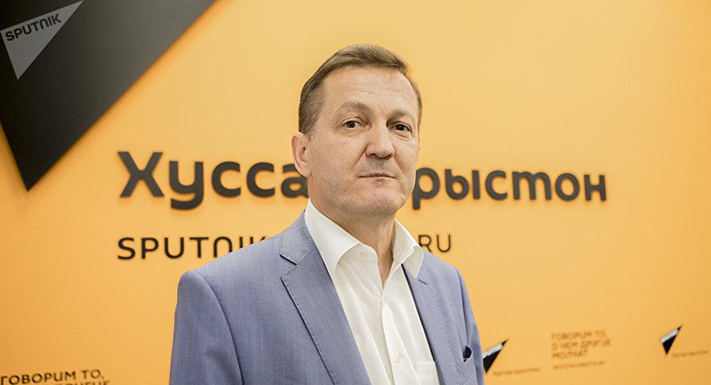 Военный эксперт Александр Хроленко во время беседы