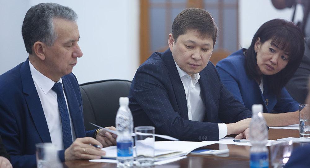Бывший премьер-министр Кыргызстана Сапар Исаков и экс-советник Атамбаева Фарид Ниязов. Архивное фото