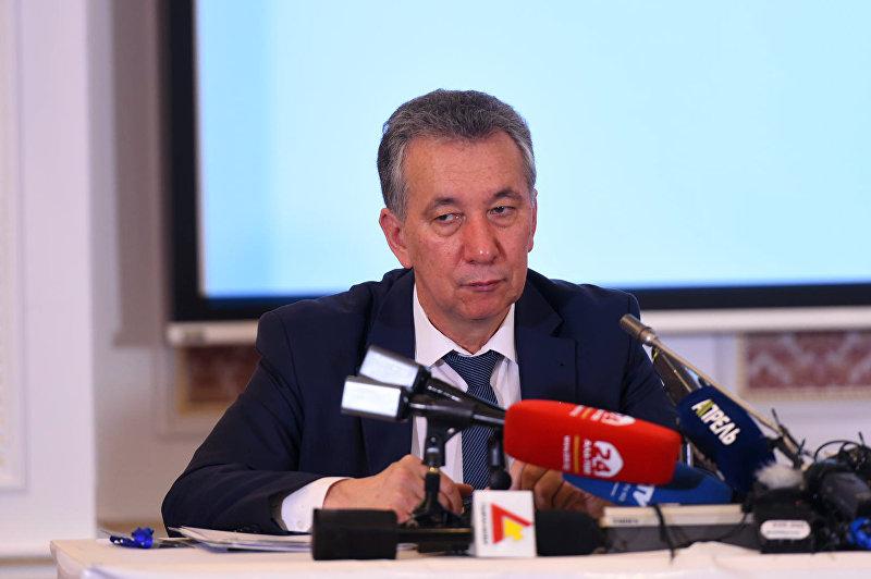 Бывший руководитель аппарата президента Фарид Ниязов во время пресс-конференции