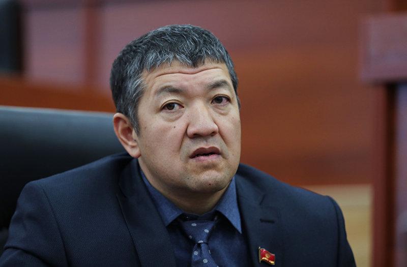 Депутат Жогорку Кенеша КР VI созыва от фракции Кыргызстан Исланбек Сарсейитов во время заседания