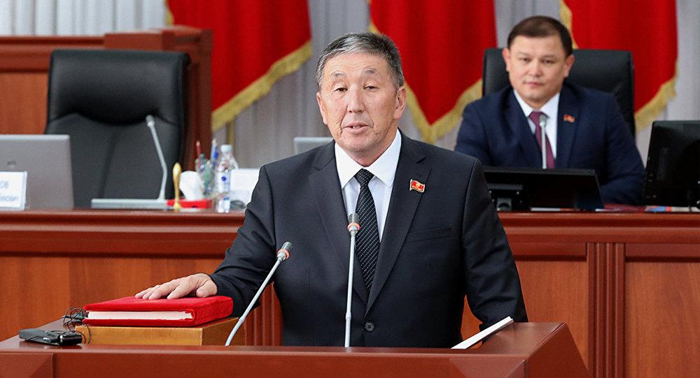 Архивное фото депутата от фракции РАЖ Тариеля Жоробекова на заседании
