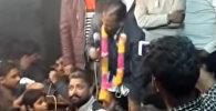 Индийский политик потерял штаны, обещая избирателям светлое будущее, — видео