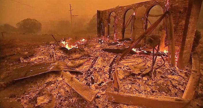 Город Парадайс в США охвачен огнем
