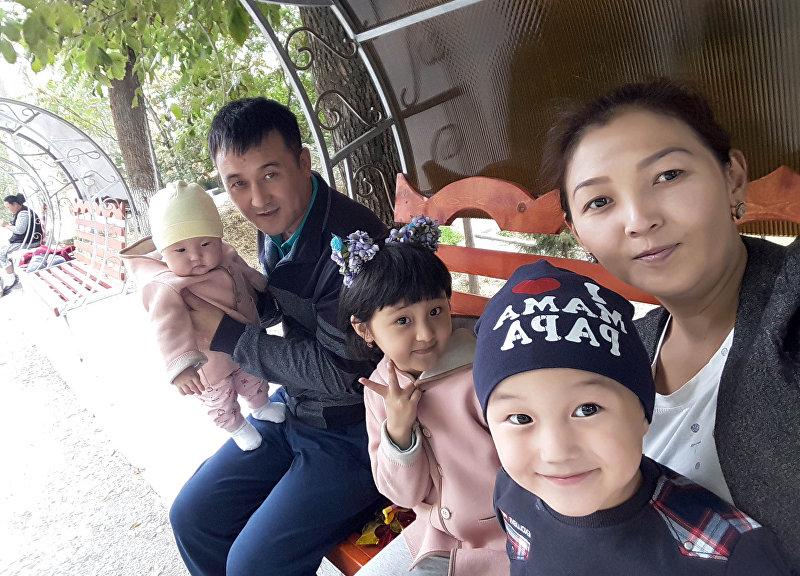 Айнура Мамираимова с семьей, где старшей дочери нужна срочная операция