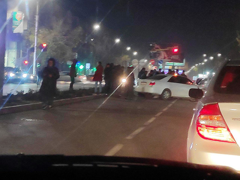 В Бишкеке на пересечении улиц Ибраимова и Московская столкнулись три авто