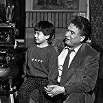 С младшим сыном Эльдаром