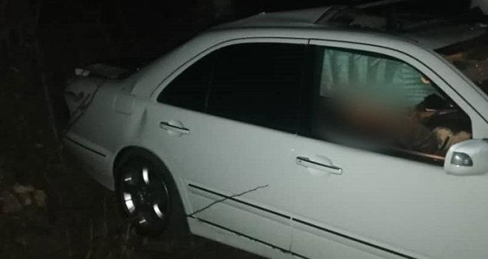По предварительным данным, водитель легковушки, житель Савайского айыл окмоту, не справился с управлением. Он скончался на месте.