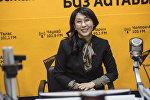 Депутат Жогорку Кенеша Аида Исмаилова во время интервью на радиостудии Sputnik Кыргызстан