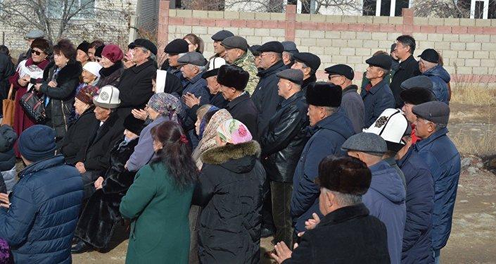 Жаны конушка Улан Чолпонбаевдин ысымын ыйгаруу ошол конуштун тургундары тарабынан демилгеленген.