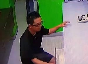 Турист нелепо оконфузился, пытаясь совершить ограбление в Таиланде. Видео