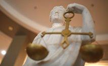 Статуя Фемиды в здании суда. Архивное фото