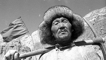 У детей руки были в крови — как строили самые важные дороги Кыргызстана