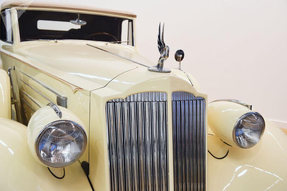 Решетка радиатора Packard V12 Sedan 1937 года выпуска