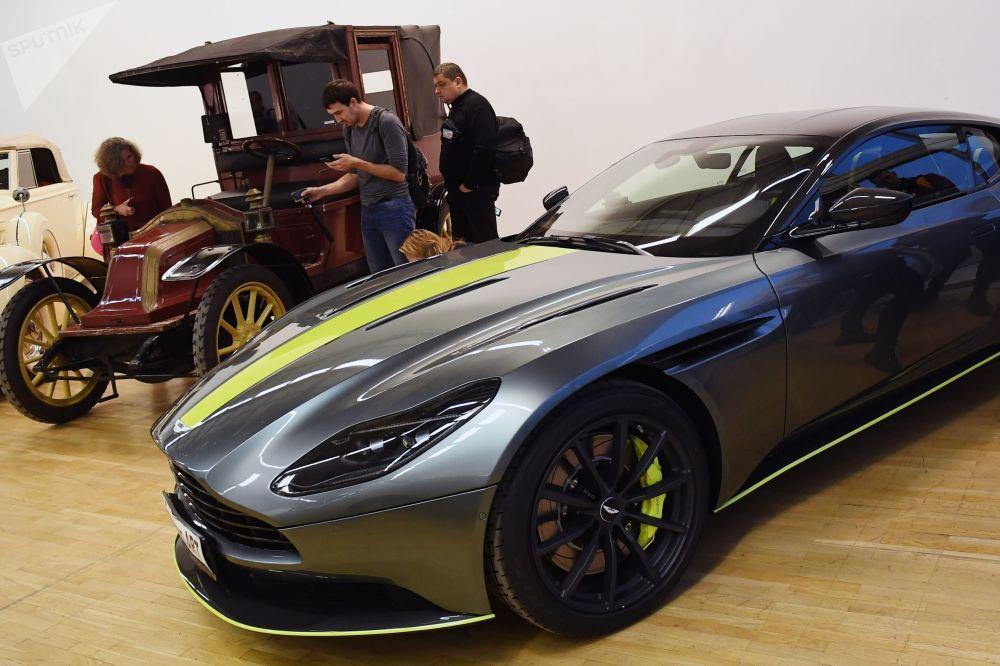Спортивное купе Aston Martin DB11