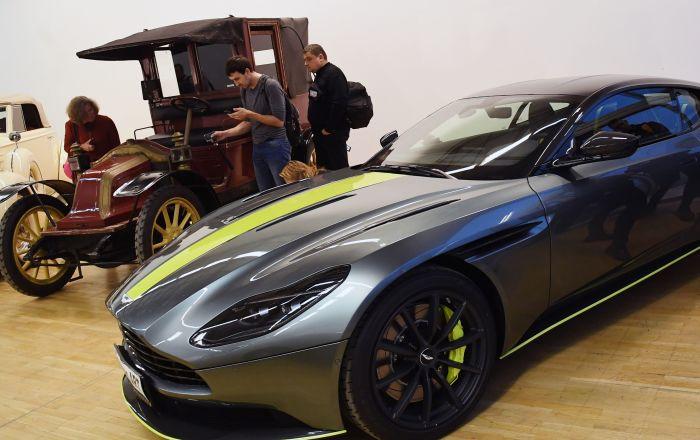 Спортивное купе Aston Martin DB11 на выставке Редкие автомобили в ЦДХ