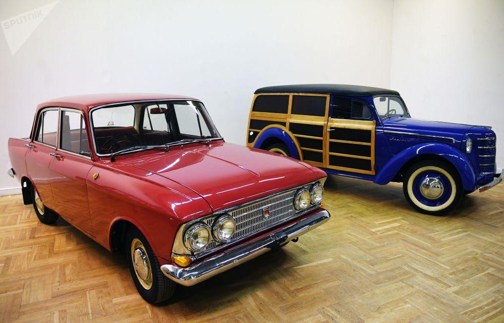Москвич-408 (слева) и грузовой фургон Москвич-401-422