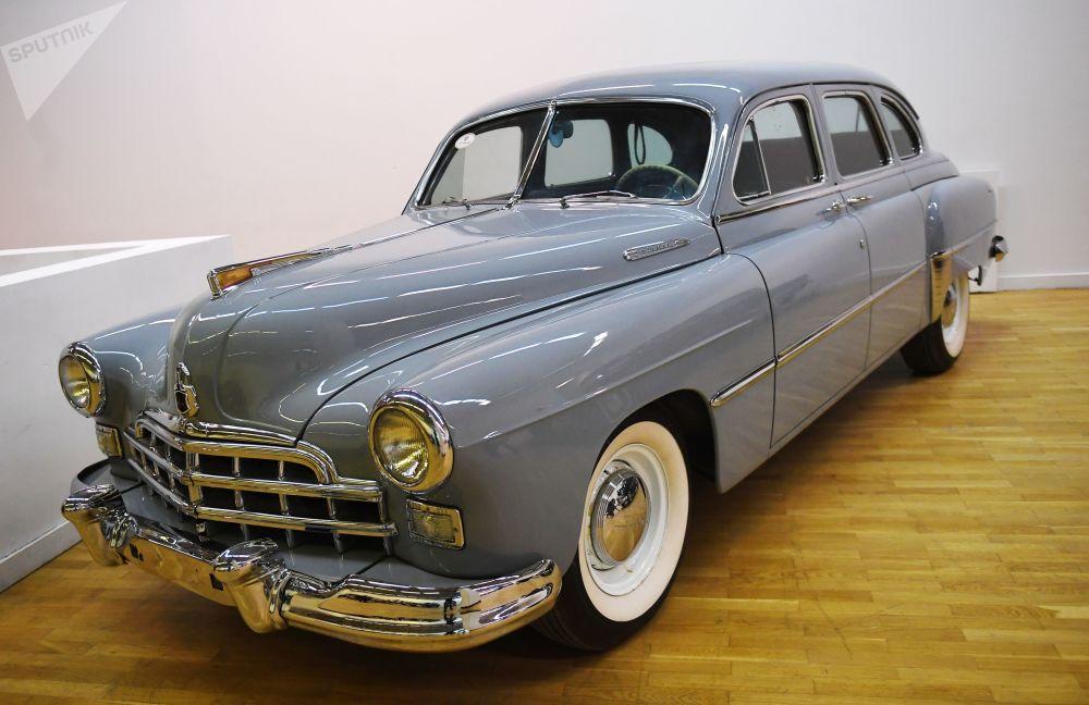 Советский шестиместный седан ГАЗ-12 ЗИМ производился на Горьковском автомобильном заводе с 1949-го по 1959 год