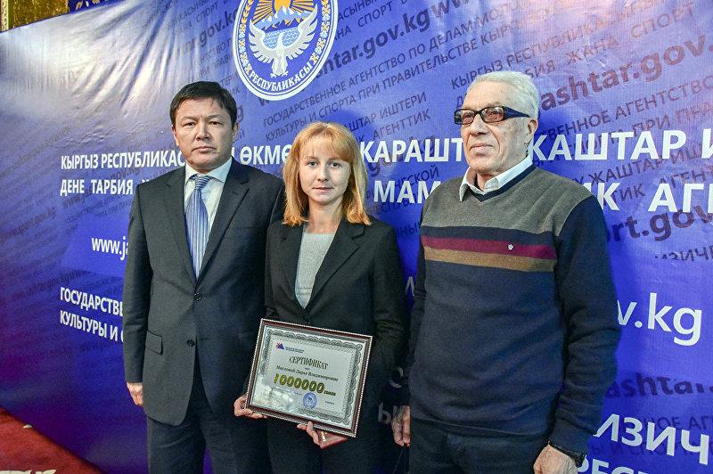 Легкоатлетка Дарья Маслова получила обещанный миллион сомов за победу на летних Азиатских играх.