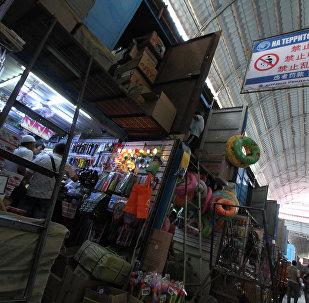 Торговые павильоны на китайском рынке Джунхай в Бишкеке. Архивное фото