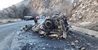 На трассе Бишкек — Ош в ущелье Чычкан перевернулся и загорелся газовоз