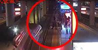 Девушка едва не погибла, пытаясь разыграть парня в Китае. Видео