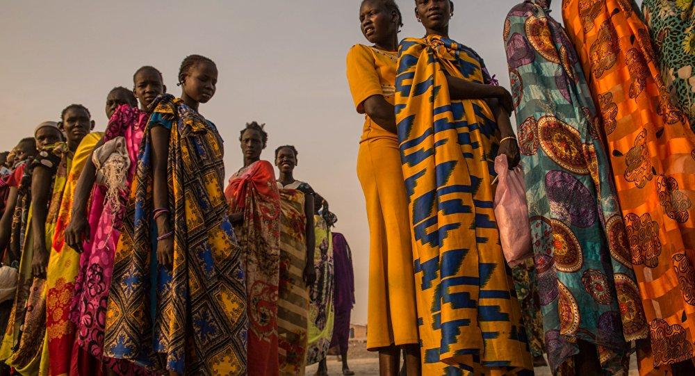 Кезекте турган Судандык кыз-келиндер. Архив