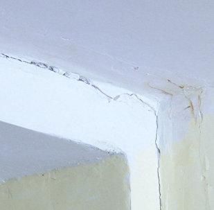 Трещины в здании новой школы в Оше — видео скандала и доводы сторон